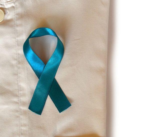 Blå rosett för prostatacanceröverlevare.